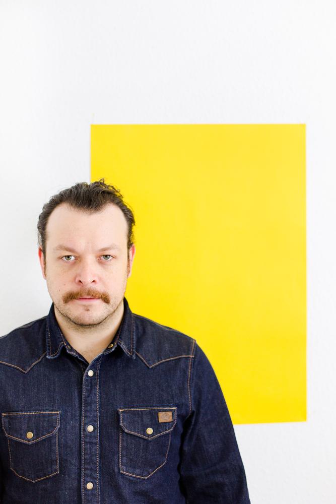 Headshots vom Grafikdesigner Aleksander Zivcovic von Melanie Helmstetter Fotodesign_ Jahrhunderthalle Bochum